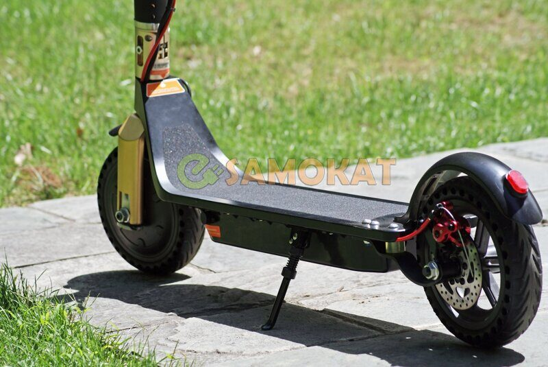 city_cruiser_close_view_of_electric_scooter.jpg