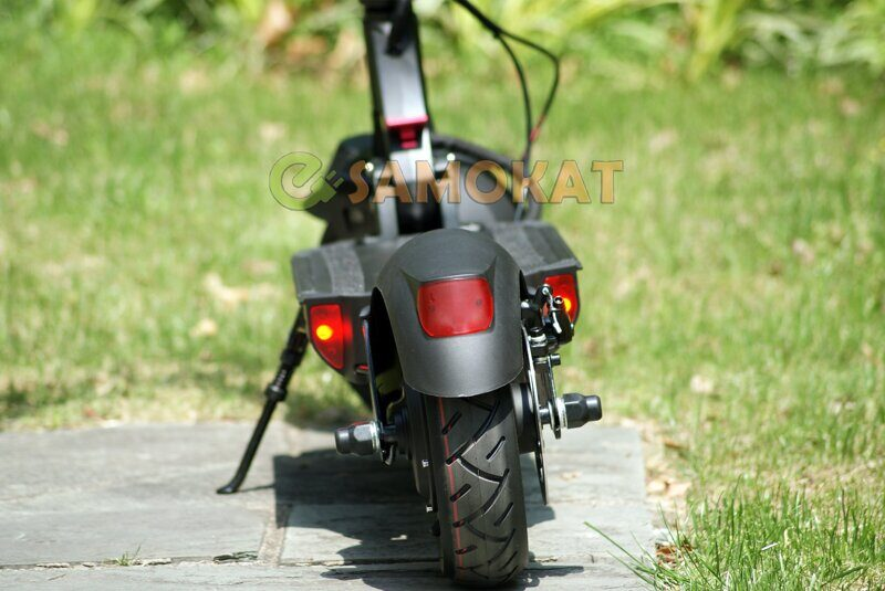rear_light_of_e_scooter_currus_t10.jpg